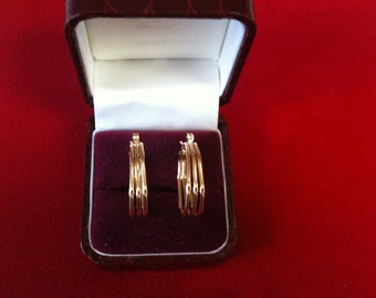 14 K Yellow Gold Beautiful Hoop Earrings. 2.7 gm.