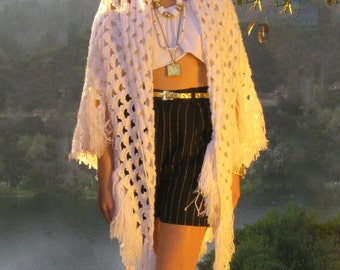 White Chunky Knit Sweater Poncho, 70s Handmade Cable Knit Cutout Fringe Poncho Sweater, Knitted Shoulder Throw, Blanket Sweater, OS