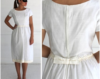 Vintage 1950s Short White Wedding Dress with Floral Detail and Bow by Priscilla of Boston | Medium