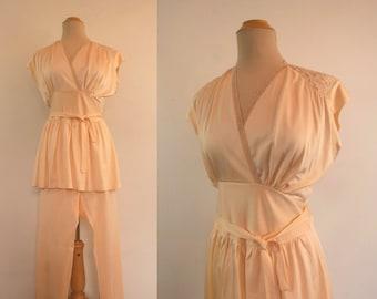 Vintage 1940s Peach Pyjamas With Lace Shoulders - NOS - Dead Stock - 1940s Vintage - Bust 96 cm