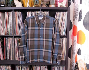 1960s vintage BOYS shirt by Campus . plaid cotton button down collar shirt with straight hem, tag size 16