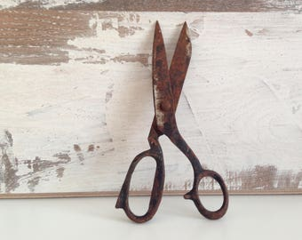 Sewing scissors - Vintage scissors - Antique scissors