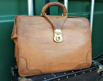 English Brown leather Doctors Bag, Vintage leather Doctors Case with lock and key,   Brown leather briefcase, Attache Briefcase Bag