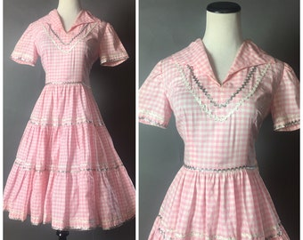 Vintage 50s dress / 1950s dress / patio dress / western dress / gingham dress / square dance dress / fit and flare dress / 8440