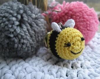 Amigurumi Bumble Bee keychain/Bee keychain/Bee keyring/Yellow bee keychain/Amigurumi bee/Crochet bee keychain/Bee charm/Yellow bee charm/