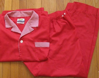 Red pajamas, 1960s vintage pyjamas, contrasting collar and cuffs, Pleetway, balloon seat, men's size large, adjustable fit