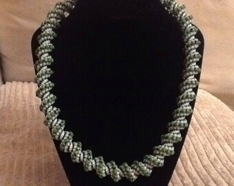Pearl Necklace Green