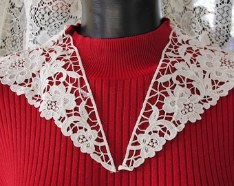 Hand Made Lace Collar in White.....Vintage Hand Made Lace Collar
