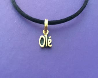 Olé Spanish Foreign Language 14 Kt Yellow Gold Plated Jewelry Pendant (Charm)
