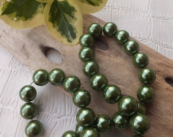 Set of 10 beads glass Pearl 8mm dark green color