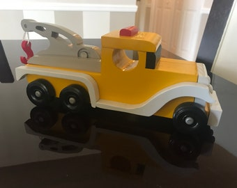 Antique Style Tow Truck (Yellow, Small)