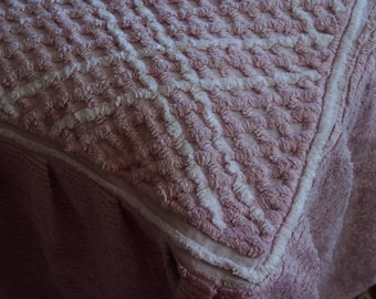 Vintage Chenille Candlewick Bedspread Bed Cover Dusty Pink & White Retro Single