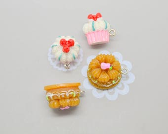 cake 4 charms: 2 Brown and 2 roses