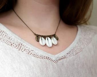 "Necklace ""Moana"" cowrie shells."