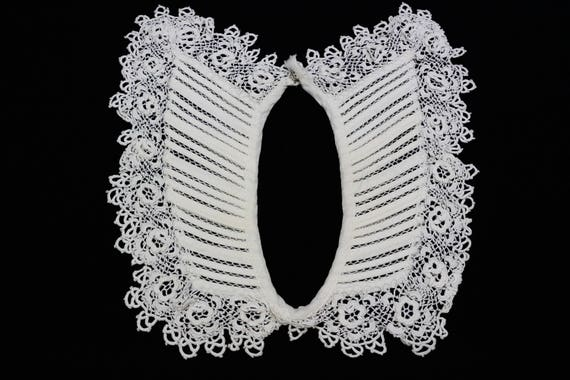 Irish Crochet Collar, Ivory Off White Tatted Lace, Snap Closure, Rosettes, Weddings, 1930s 1940s Vintage Estate Lace Accessory