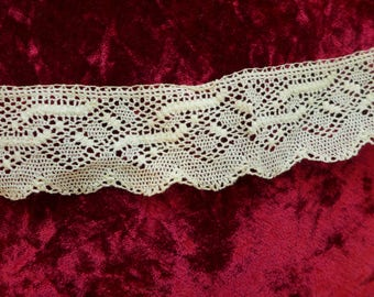 Fine Lace Cotton Cream Scalloped edged 1 inch Lace nearly 7 yards Vintage Supply Notion Border Lace Victorian Style Destash