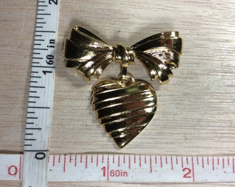 Vintage Avon Gold Toned Ribbon Heart Pin Brooch Used