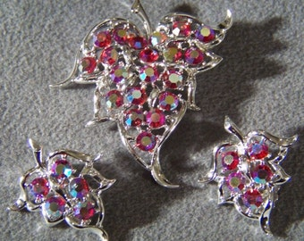 Vintage Designer Signed Sarah Coventry Silver Tone Multi Round Pink Red Aurora Borealis Rhinestone Pin Brooch Clip On Earrings Set      **RL
