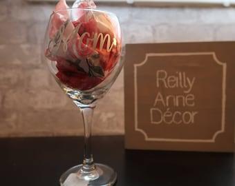 """Wine Glass - """"Mom"""" (cursive)"""
