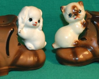 1970s Puppy and Kitten on Boots Shaker Set-Japan