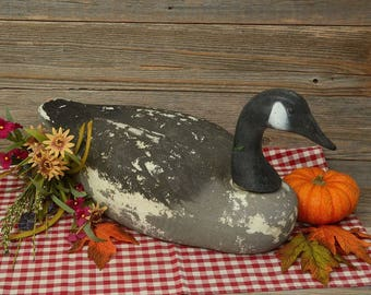 VINTAGE GOOSE DECOY; Great Looking, Designed, Styrofoam Hunting Decoy With a Plastic Swiveling Head.
