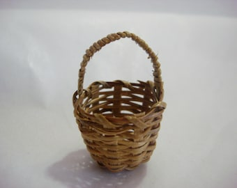Dollhouse Bamboo Basket Miniature Round Diorama Shadow Box Easter Supply Accessory 1:6 Scale - 526 B