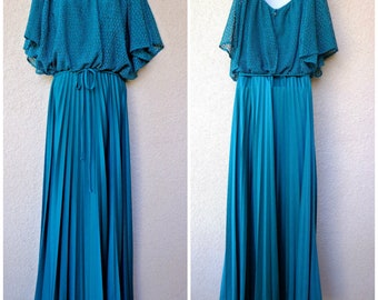 1970s DISCO Goddess DRESS. 1970s Formal Dress. 70s Prom Dress. 1970s Maxi Dress. Crochet Lace Overlay. Split Sleeves. Green Prom Dress. L XL