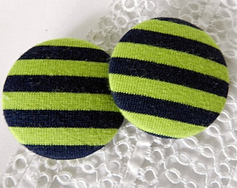 Button in green and black striped fabric, 40 mm / 1.57 in