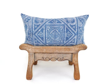 Chinese Batik Blue Lumbar Pillow Cover, Batik Lumbar, Vintage Textile, Lumbar Pillow, Boho Decor, Farmhouse Decor, Boho Pillow