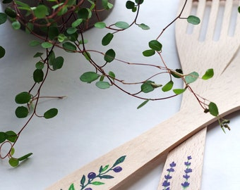 Set of 2 spatulas in wood patterns lavender and olive