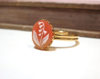 Vintage Lily Cameo Ring - WWII Era - Lace / Scalloped Setting - Gold Plated - Adjustable - Pink Peach Salmon Cream off white Vintage