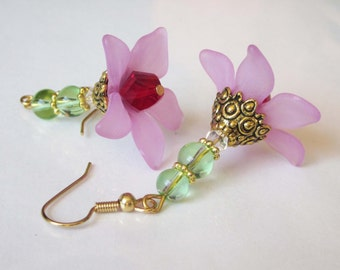 Beaded Pink Lucite Flower Earrings, Lucite & Glass, Beaded Flower, Pink Flower Dangle, Crystal Flower, Lilac Pink Flower Jewelry