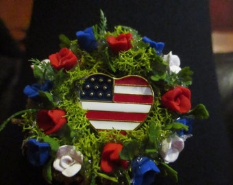 "2""w Miniature Doll/Dollhouse American Heart Flag and rose Wreath/Polymer red/white/blue polymer roses"