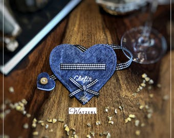 Handmade in Germany. The heart is versatile, for example as a gift for wedding guests. The embroidered slogan is freely selectable.
