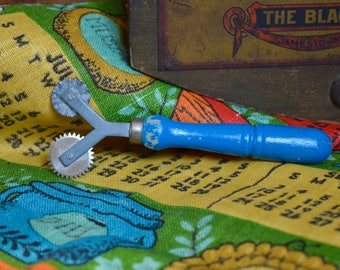 Vintage Bright Blue Wooden Handled Metal Double Sided Pie Crust Cutter Utensil Kitchen Decor Farmhouse