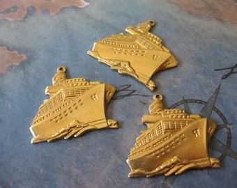 1 PC Raw brass Large cruise ship / luxury liner pendant / charm - UU11