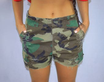 VINTAGE DISTRESSED CAMO shorts