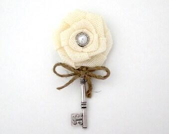 Ivory Burlap Boutonniere Rustic Key Boutonniere Burlap Rose Skeleton Key Boutonniere Groom Groomsmen Vintage Wedding Buttonhole Jute Bow