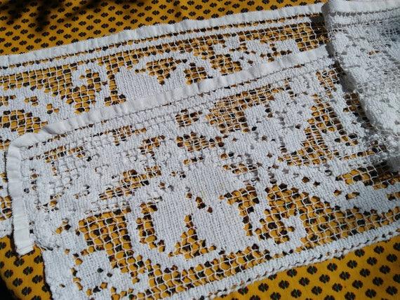 Antique Net Shelf Edging or Curtain Cotton Off White French Filet Vine Leaves Design Linen Home Decor #sophieladydeparis