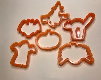 set of 6 never used Vintage plastic Halloween cookie cutters, (LR4)