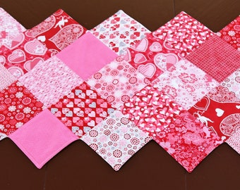 Quilted Table Runner, Patchwork, Table Topper, Pink Hearts, Dining Table Runner, Table Centerpiece, Valentine Table Decor, Valentine Gift