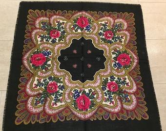 Vintage wool shawl scarf from ukraine
