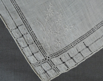 2 Vintage Wedding Hankies Fine Linen with Dainty Floral Embroidery and Drawnwork, 1940s 1950s Linens