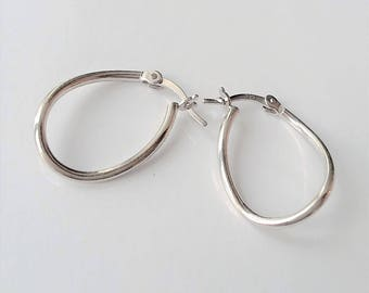 Sterling Silver Hoop Earrings, Small Silver Hoops, Everyday Earrings, Simple Earrings, Minimalist Earrings.