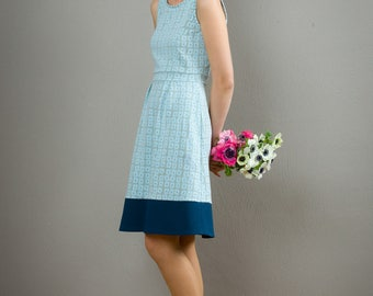 "Sommerkleid ""Lotta"", tailliert, mit hellblauem Muster"