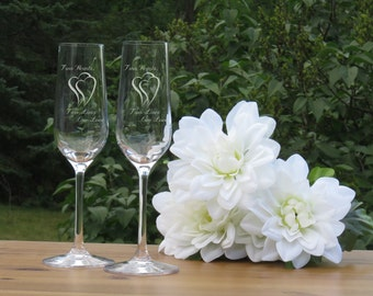 Two Hearts Crystal Champagne Glasses / Set of 2 / Engraved Champagne Flutes / Bride and Groom Toasting Glass / Wedding Glasses