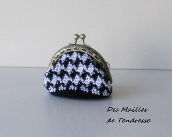Handmade crochet coin purse, coin purse black and white houndstooth pattern