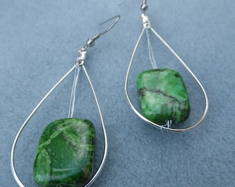 Classy Wire and Stone Dangle Earring