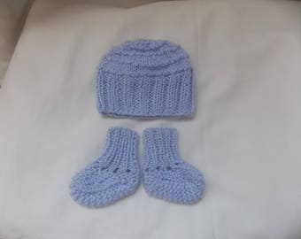a hat and Bootie set size Preemie