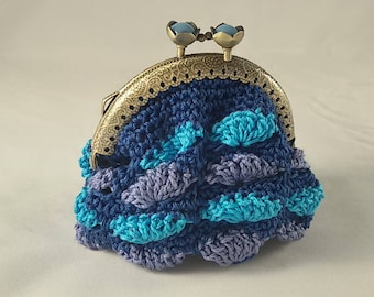 Crochet coin purse, vintage style coin pouch with metal closure, blue with shells in turqoise and lilac